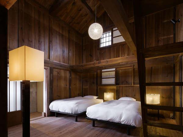 ONAE 102【4名定員】54平米オナエ棟の中で最も広い、ロフトタイプの客室です。