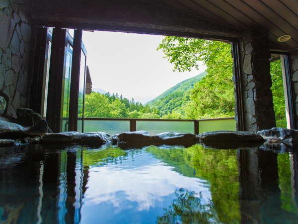 【日本温泉協会が認定★5ツ星!極上温泉】客室の露天風呂から谷川岳がご覧いただけます(写真は一例)