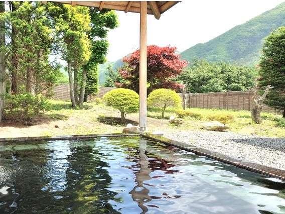 【男子庭園露天風呂】露天風呂からゆっくりと眺める新緑の老神