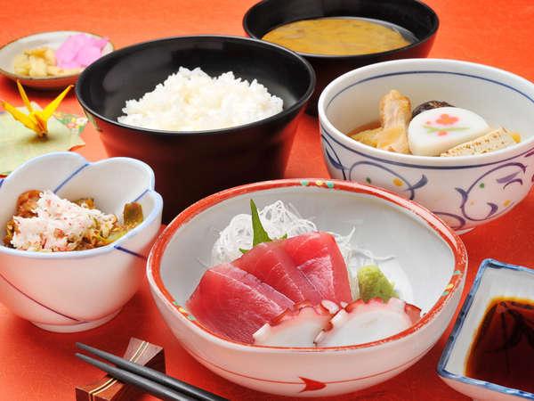 *【夕食】は1階の食堂にて日替わり和定食をご用意します。