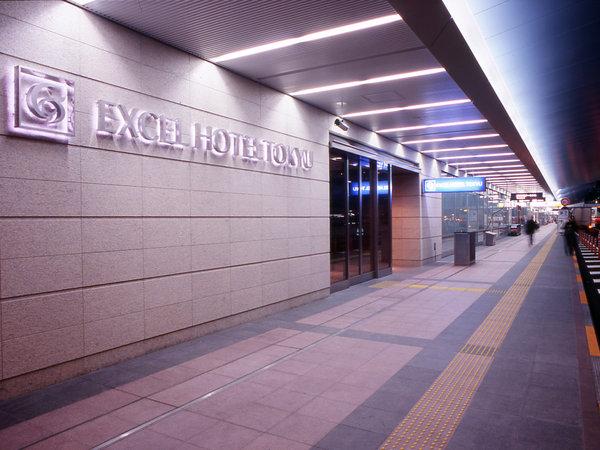 正面玄関は羽田空港第2ターミナル出発ロビー前道路の一番手前に