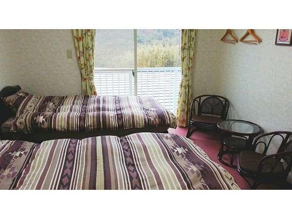 お部屋は画像のツインルームの他に、ダブル、和室あり