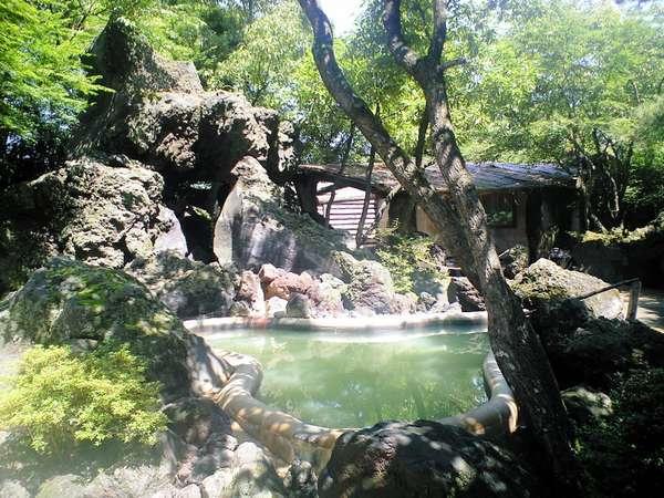 どんどこ湯新緑の庭園露天風呂