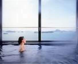 本館・6Fにある展望浴場からは天草・松島の島々を見渡せる