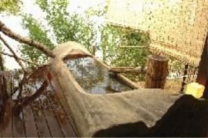 貸切露天 壱ノ湯 樹齢200年の丸太の湯と古代檜の内湯がある