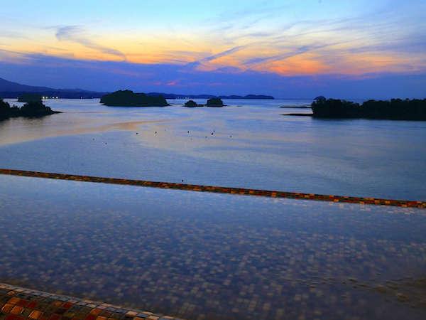 【海のやすらぎ ホテル竜宮】天草の海を眺めて入る貸切露天と露天風呂付き客室が人気の宿。