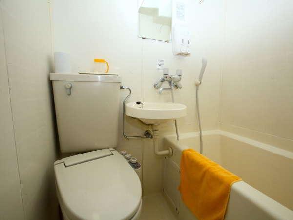 コンパクトながら機能的な設計のユニットバス 洗浄機能つきトイレ