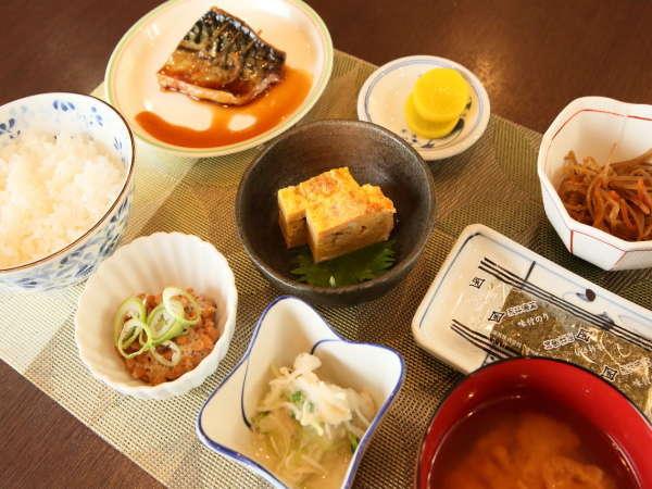 日本人はやっぱり和食! 定食でご用意する朝食はボリュームもしっかり。
