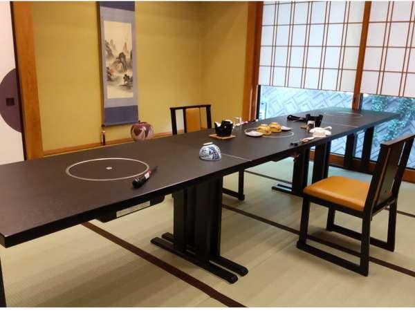 宴会場(個室お食事処)・朝食場所となります。テーブル席にてご用意