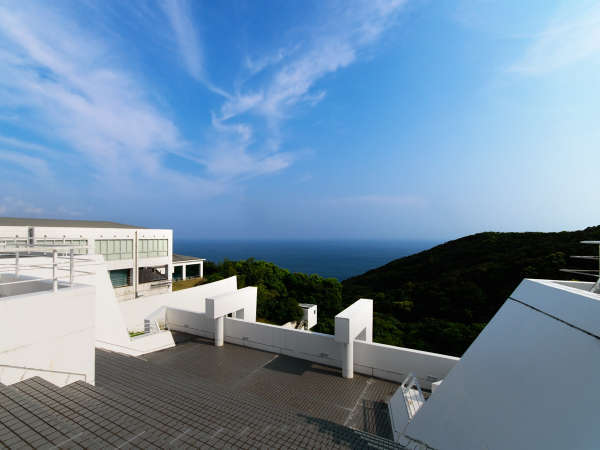 屋上からは太平洋を一望できます。夜は星空も愉しめますよ。