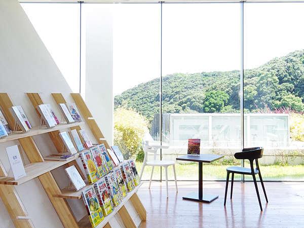 ライブラリーラウンジ 高知県由来の本を数多く取り揃えております。