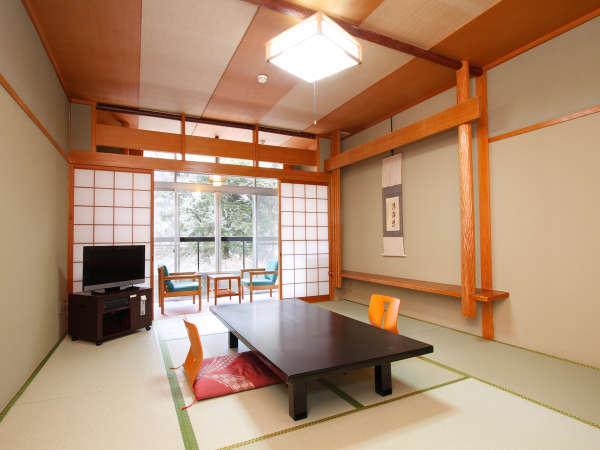 【本館和室】ご家族やご夫婦に◎部屋毎に異なる眺望で、奈良の歴史と自然の移ろいを感じて頂けます。