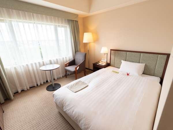 【シングル】18㎡の部屋に、140cm幅のセミダブルベッドのゆったりとしたシングルルーム。