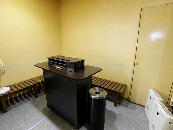 当館は全館禁煙になっております。おタバコはコチラの喫煙室でどうぞ。
