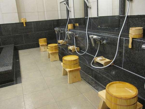 大浴場(男湯)シャワー6ヶ所