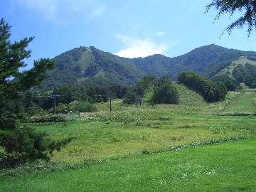 夏の高社山、ペンションからの眺望