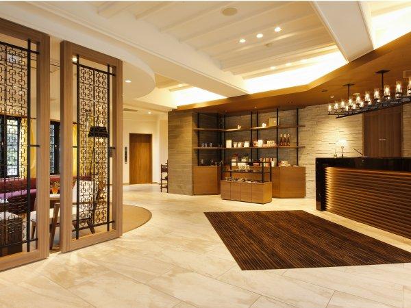 ◆暖かな雰囲気のフロントでチェックインを◆