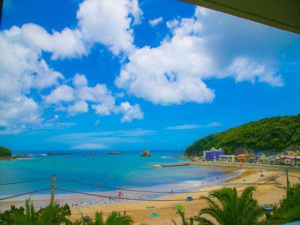 窓からは外浦海水浴場を一望できます。
