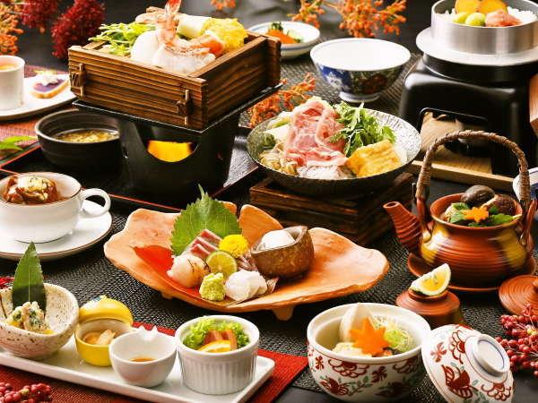 【うまかもん会席】スタッフの想いがつまった夕食。季節ごとに変わる地元の食材にこだわったお料理。