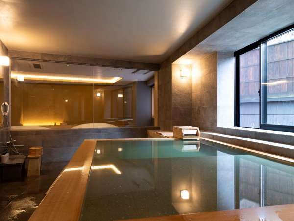 【山側の温泉&寝湯付客室「連珠」(160平米)】大きな客室温泉風呂。