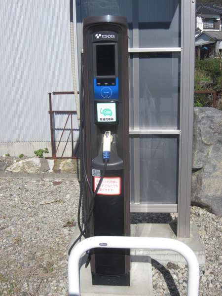 EⅤ充電スタンド第二駐車場にあります。