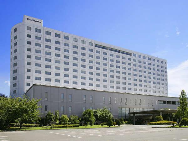 [外観]信州の自然に囲まれた、13階建ての建物です。