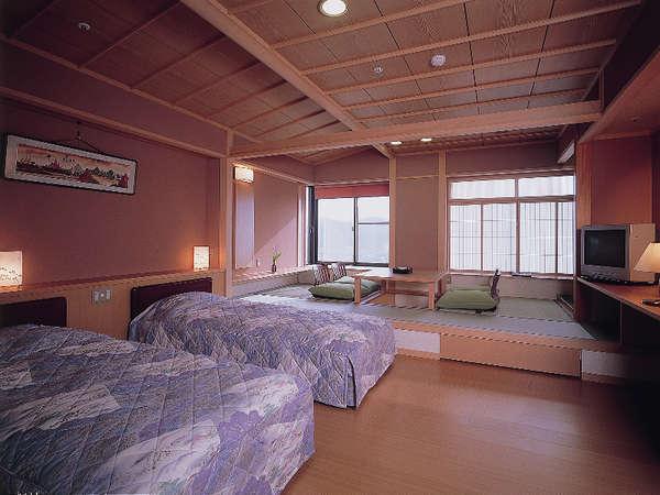 1日1室限定/和洋客室/ツインベッドと和室5畳の掘りごたつ。