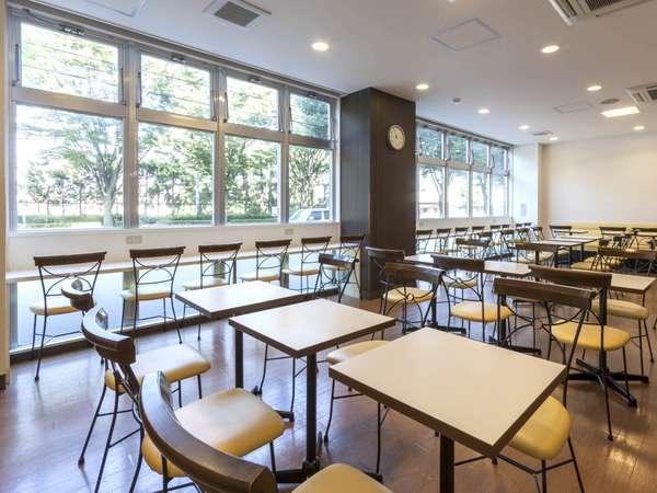 【ラウンジスペース】チェックイン時間帯はカフェスペースとしても利用可能