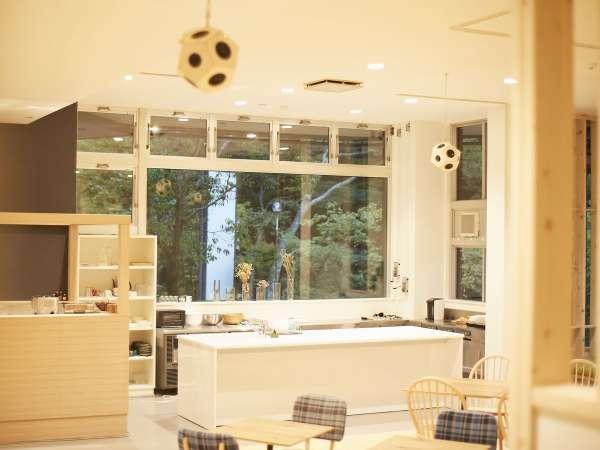 ラウンジには、シェアキッチンが併設されてます。材料を持ち込んでの様々な利用が可能です。