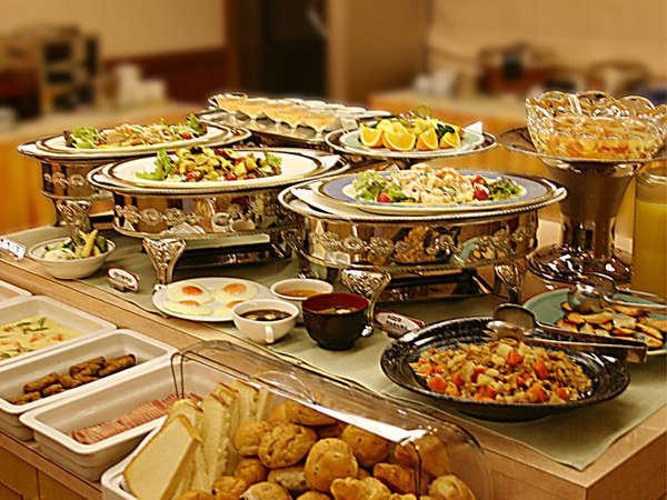 【朝食和洋バイキング】長崎の食材を使用した朝食は品数豊富で人気!朝早くからなのも嬉しい♪(6:45~9:00)