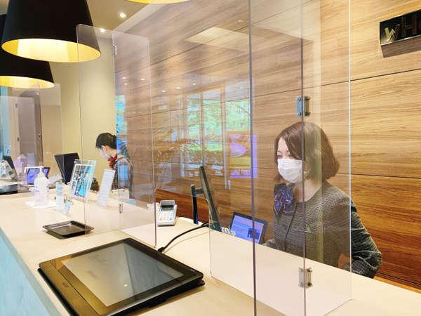 フロントには除菌スプレーを設置し、チェックインはマスク着用で対応しております。