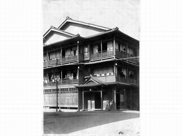 明治後期(約100年前)の当館の写真 この時代の建物をリフォームして頑張っております・・・♪