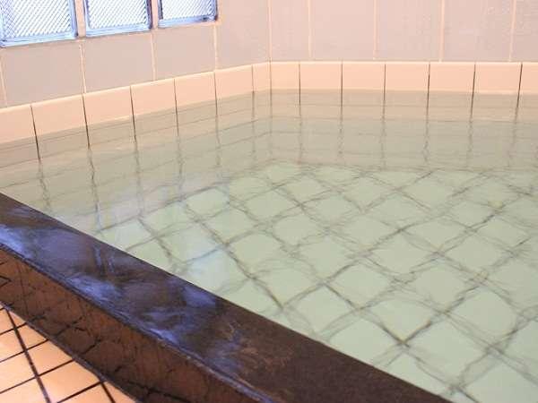 城崎温泉でも希少な「かけ流し」の宿です この内湯に入るために当館を選ばれるお客様も多くおられます