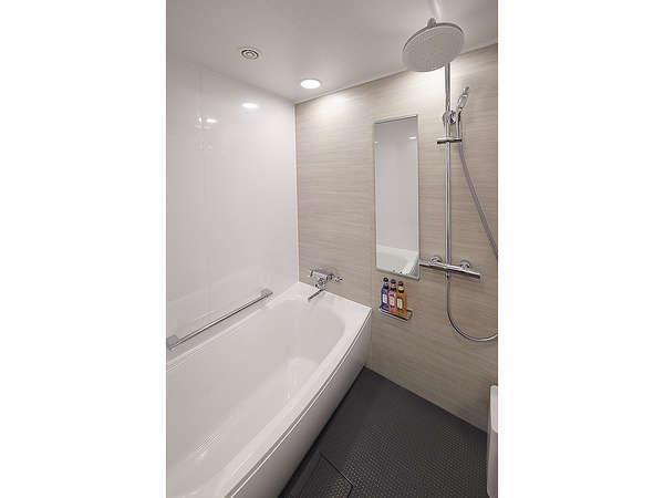 デラックスルーム限定:浴室・トイレがセパレート。空気を沢山含んだレインシャワーを採用!