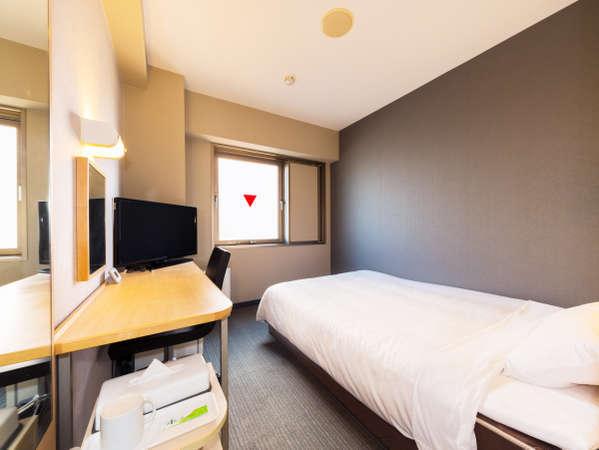 基本のシングルルームです。ダブルサイズのベッドで広々とお休みいただけます♪(12平米)