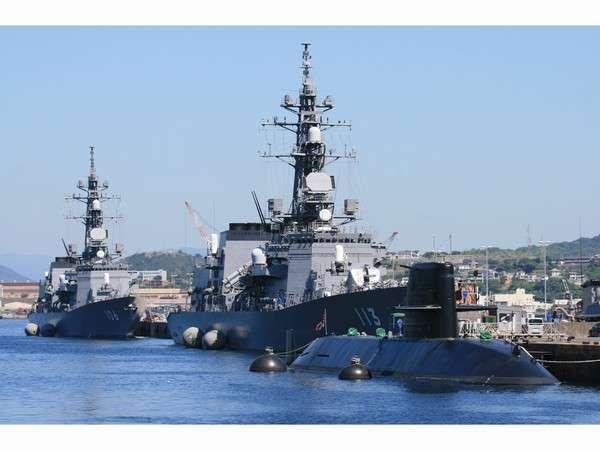 毎週日曜日には,自衛艦の一般公開も行われています。詳しくは海上自衛隊呉地方総監部ホームページで。