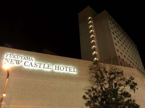 ホテル外観夜景