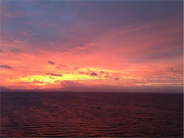 客室からご覧いただける朝焼け。1日と同じ景色はないびわ湖の表情をお楽しみください!(スタッフ撮影)