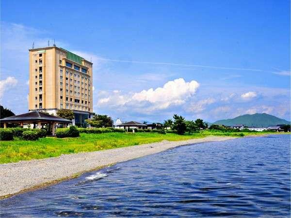 目の前には日本一の湖「琵琶湖」が広がる