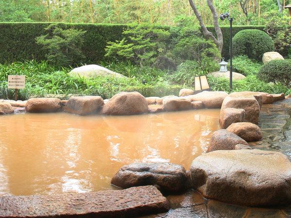 日本三古湯、日本三名泉に数えられる有馬温泉の名湯『金泉』は、すべての大浴場でお愉しみいただけます。