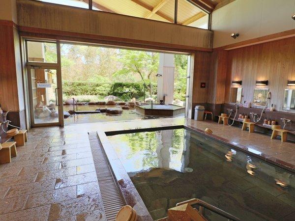 【三の湯・女湯】昔懐かしい湯治場風。温泉の岩風呂と、男女それぞれ形の異なるジャグジーを備えています。
