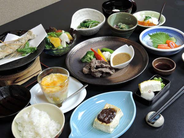 信州の食材や味覚を取り揃えた季節のお料理【料理一例】