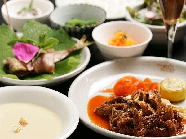 【美肌の湯と欧風家庭料理 ペンションフルハウス】あたたかいお料理・温泉・おもてなしでお迎えします