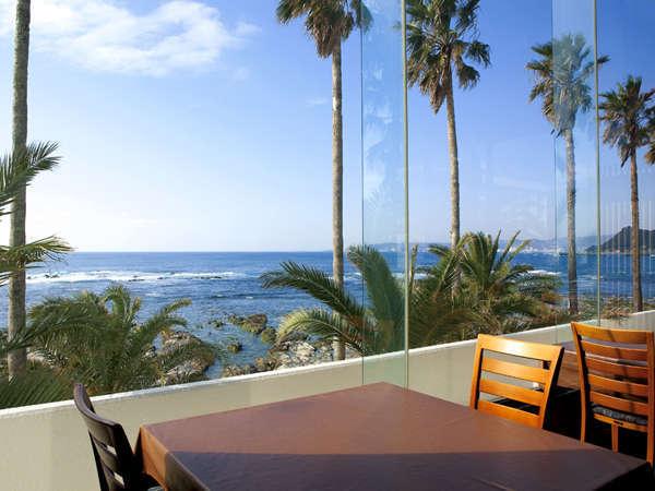 太平洋一望のレストラン「マリンビュー」開放的な空間でお食事を