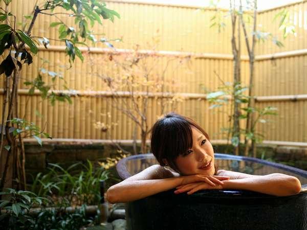 露天付き客室ならでは、貴方だけの露天風呂。。。いつでも同じ温度でご利用できます。