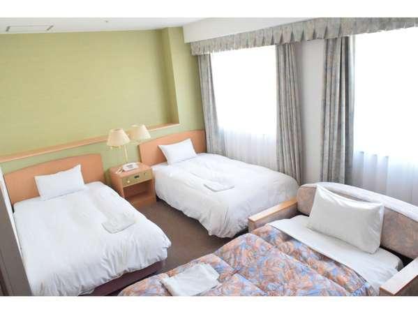 ツインルームCタイプ29.00㎡のお部屋にベッドをお1つプラスした3人部屋。ホテル北側