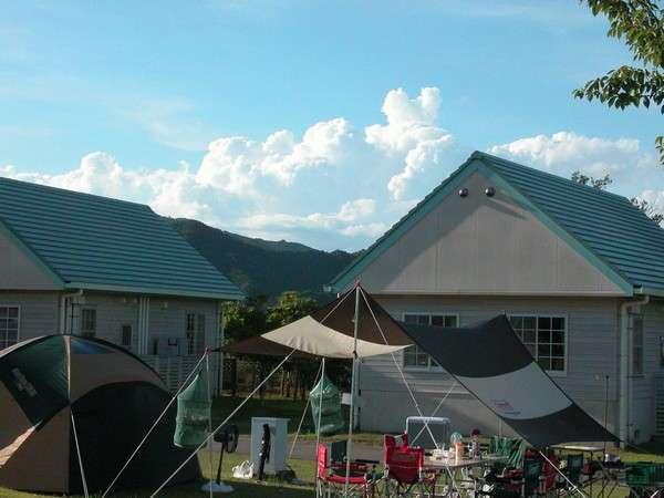 色鮮やかなキャンプ用品がよく映えます。