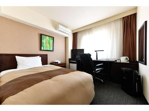 【シングルルーム】16平米のお部屋にセミダブルサイズのベッドをご用意致しました