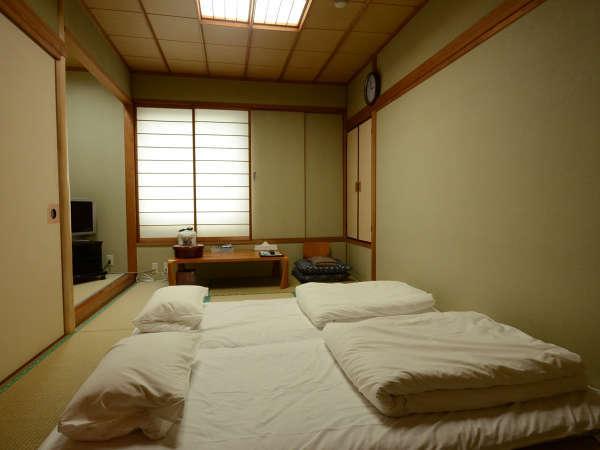 【*和室】ユニットバス完備の和室のお部屋。ファミリー・グループにオススメ!