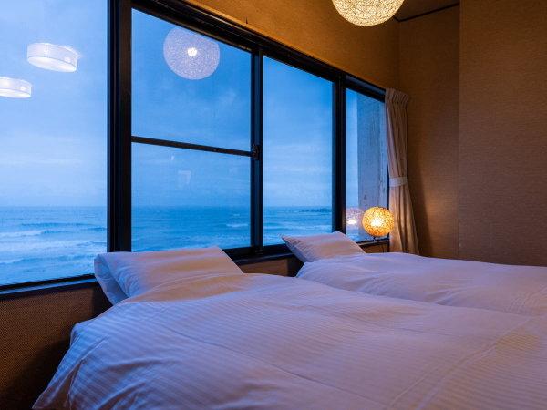 お部屋の窓からは太平洋を一望頂けます!
